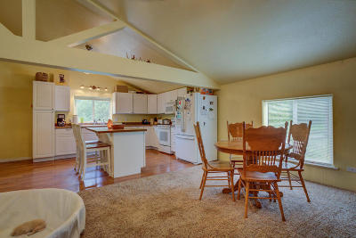Blanchard Single Family Home For Sale: 240 Simeral Rd