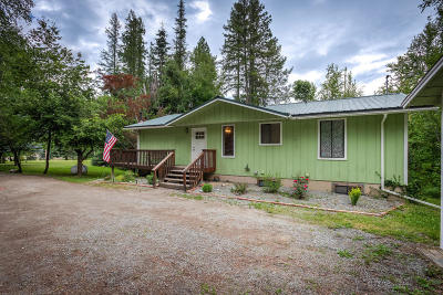 Priest River Single Family Home For Sale: 223 Birch Beauty