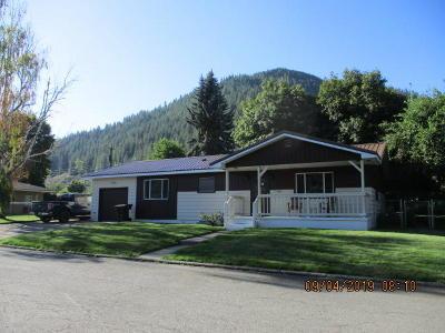 Single Family Home For Sale: 145 W. Oak Ave.