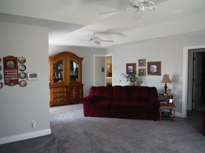 Blackfoot Single Family Home For Sale: 585 N Shilling Avenue