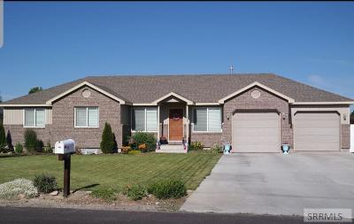 Rigby Single Family Home For Sale: 11 N Maple Circle