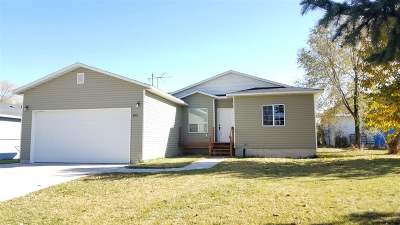 American Falls ID Single Family Home Under Ct/Cntg Short Sale: $117,900