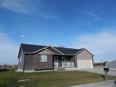 American Falls Single Family Home For Sale: 104 Sunset