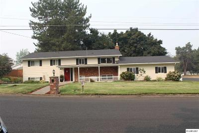 Single Family Home For Sale: 2304 6th St