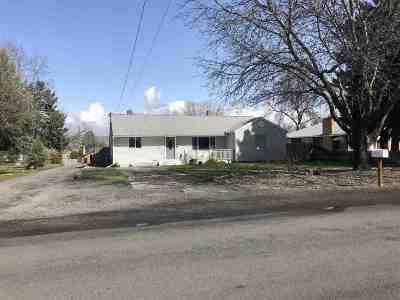 Single Family Home Pending Financing: 615 Warner Ave