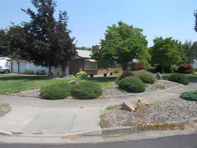 Single Family Home Sale Pending: 2401 9th Avenue