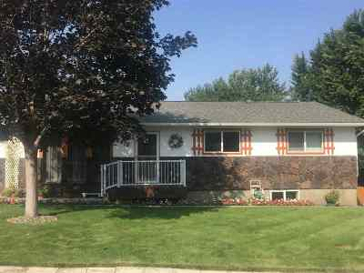 Single Family Home For Sale: 2418 Shaun Dr