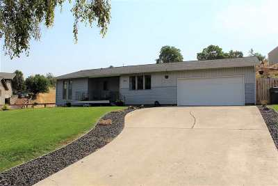 Single Family Home For Sale: 1971 Golfview Dr