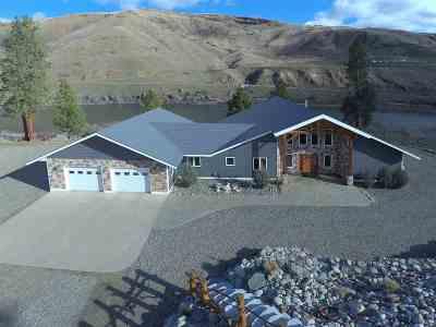 Single Family Home For Sale: 114 Scott Rd