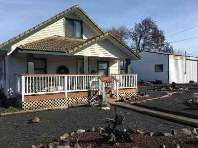 Single Family Home For Sale: 1298 Maple Street