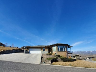 Single Family Home For Sale: 2240 Pitchstone Dr
