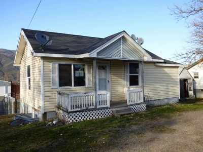 Single Family Home For Sale: 1374 Maple Street