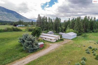 Bonners Ferry Single Family Home For Sale: 1660 Porthill Loop Rd