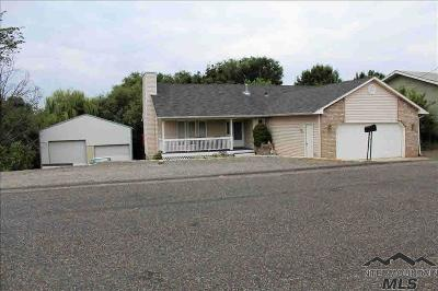 Single Family Home For Sale: 2718 Florence Ln