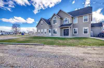 Kuna Single Family Home For Sale: 1205 N Black Cat Rd.