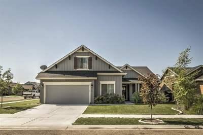 Middleton Single Family Home For Sale: 833 Harvest Way