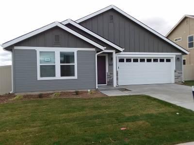 Kuna Single Family Home For Sale: 1063 E Firestone Dr