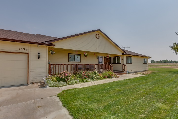 4 bed / 3 baths Home in Kuna for $695,000