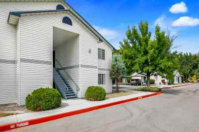 Boise Condo/Townhouse For Sale: 2261 S Challenger Lane