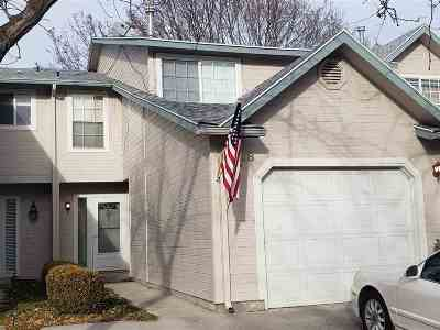Condo/Townhouse For Sale: 7038 W Irving