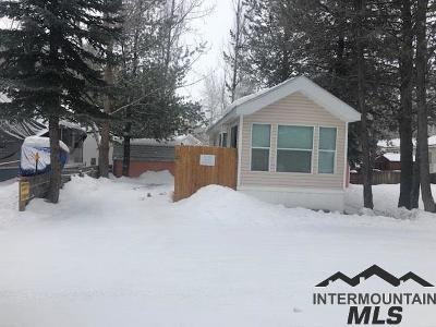 Cascade Single Family Home For Sale: 514 Sawyer #d17