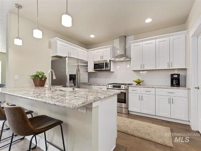 Boise Condo/Townhouse For Sale: 2304 W Hill Terrace Lane