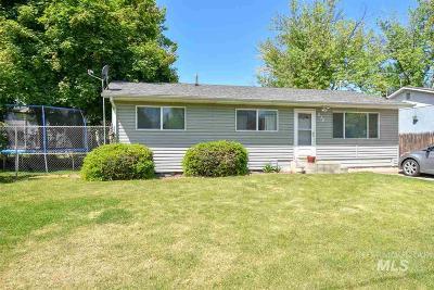 Single Family Home For Sale: 832 Van Ardsol Street