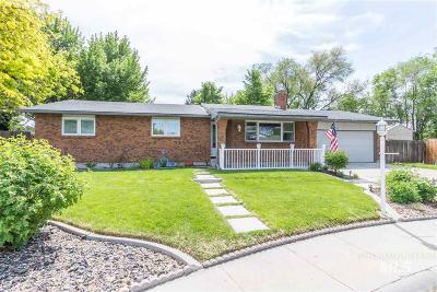 Boise Single Family Home For Sale: 822 S Queens Guard Way