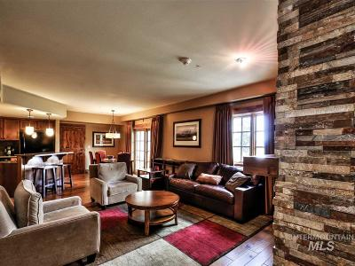 Donnelly Condo/Townhouse For Sale: 75 Arling Center Court