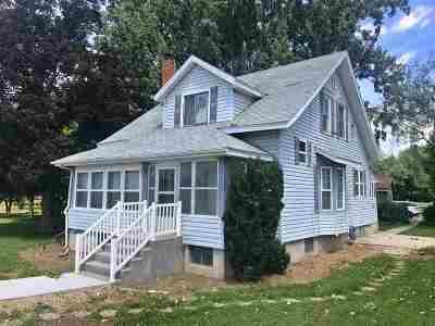 Meridian Single Family Home For Sale: 840 E Ustick Rd