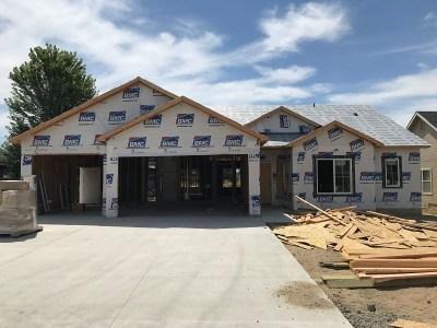 Middleton Single Family Home For Sale: 717 Triumph Dr