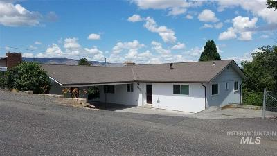 Single Family Home For Sale: 1514 Hillcrest Way
