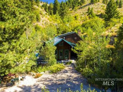 Single Family Home For Sale: 10300 E Shaw Mountain Road