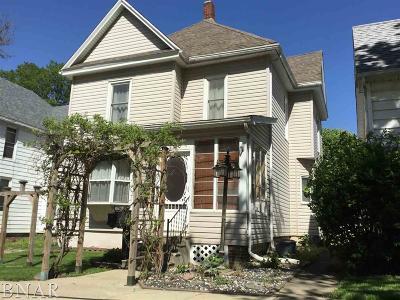 Clinton IL Single Family Home For Sale: $69,000