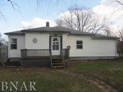 Clinton IL Single Family Home For Sale: $31,000