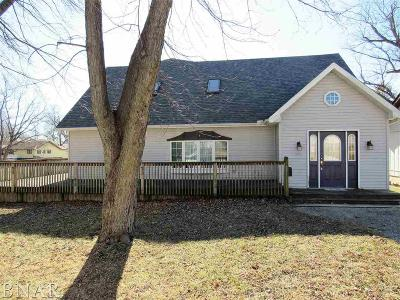 Clinton IL Single Family Home Pending: $152,900