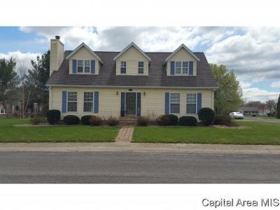 Carlinville Single Family Home For Sale: 23 Quail Run
