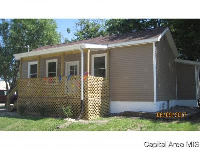 Taylorville IL Single Family Home For Sale: $69,000