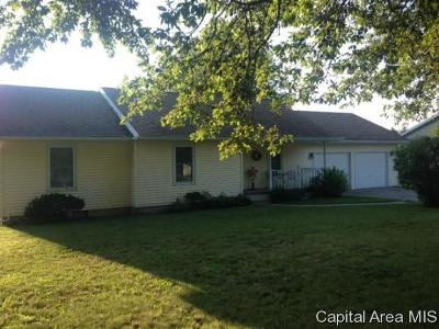 Taylorville IL Single Family Home For Sale: $139,900