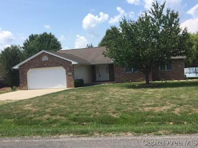 Taylorville IL Single Family Home For Sale: $184,900