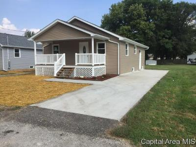 Taylorville IL Single Family Home For Sale: $85,000
