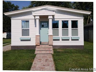 Carlinville Single Family Home For Sale: 615 N Chiles Street