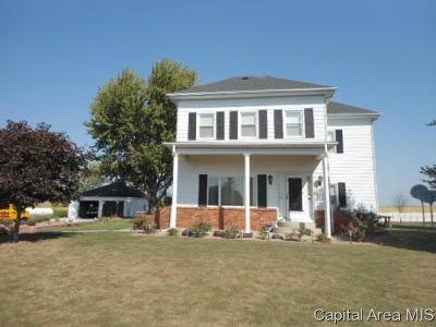 Morrisonville Single Family Home For Sale: 428 E 1050 North Rd