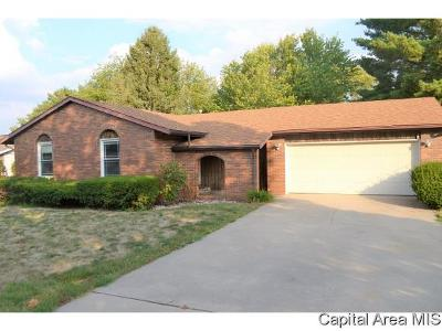 Jacksonville IL Single Family Home For Sale: $127,000