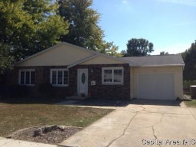 Taylorville IL Single Family Home For Sale: $132,500