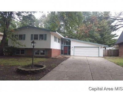Springfield Single Family Home For Sale: 149 Exmore Dr