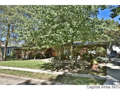 Springfield Single Family Home For Sale: 2061 Briarcliff Dr