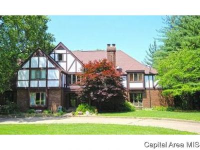 Springfield Single Family Home For Sale: 5 Woods End Ln