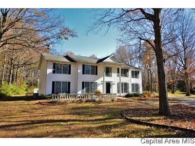 Springfield Single Family Home For Sale: 8 Forest Rdg