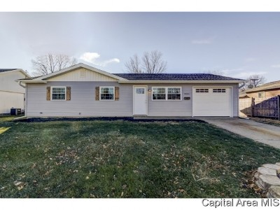 Springfield Single Family Home For Sale: 2204 Dunwich St